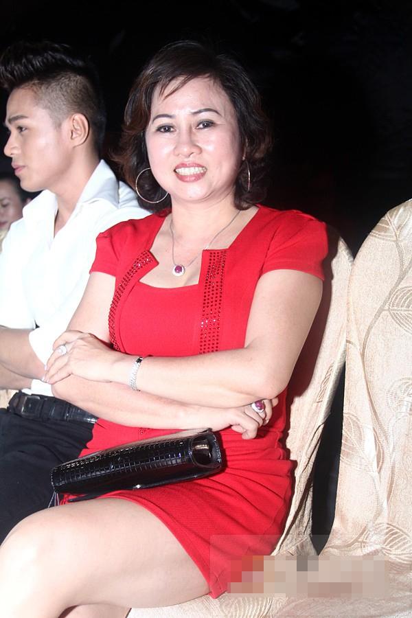 Mẹ Bảo Anh đi cổ vũ cho con gái trong cuộc thi Bước nhảy hoàn vũ năm ngoái - Tin sao Viet - Tin tuc sao Viet - Scandal sao Viet - Tin tuc cua Sao - Tin cua Sao