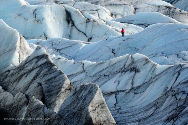 Núi đá kỳ vĩ được băng tuyết tô điểm giúp chúng đẹp hơn bao giờ hết. Tuy nhiên người leo phải thật cẩn thận vì rất dễ trượt chân.