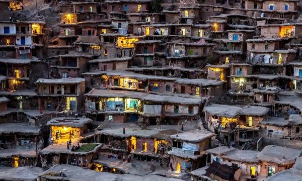 Ngôi làng nhìn vô cùng thô sơ với kiểu dáng đơn giản. Tuy nhiên lại rất đặc biệt và đẹp lung linh khi nhìn một cách tổng thể.