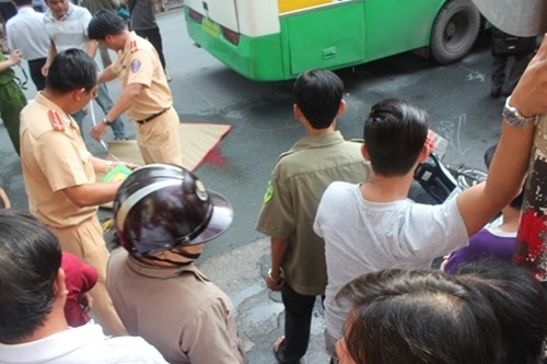 Vụ tai nạn khiến một nữ sinh Sư phạm chết tại chỗ. Ảnh: VTC.