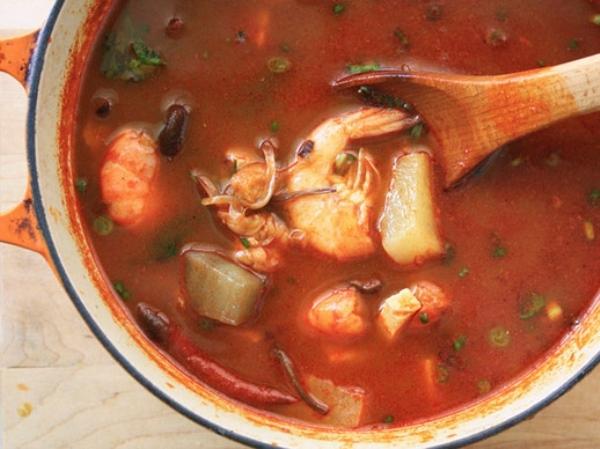22. Súp hải sản Hàn Quốc với vị cay đặc trưng.