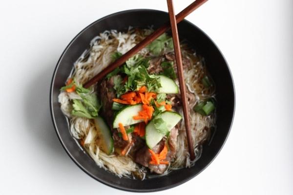 18. Một loại mì của Hàn Quốc nấu với xương sườn.