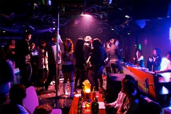 Nữ sinh thường bị mang tiếng xấu khi làm việc tại bar.