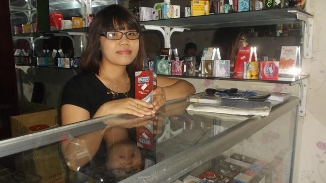 Nữ sinh bán đồ người lớn thường xấu hổ, sợ bị phát hiện nghề đang làm. Ảnh Đất Việt.