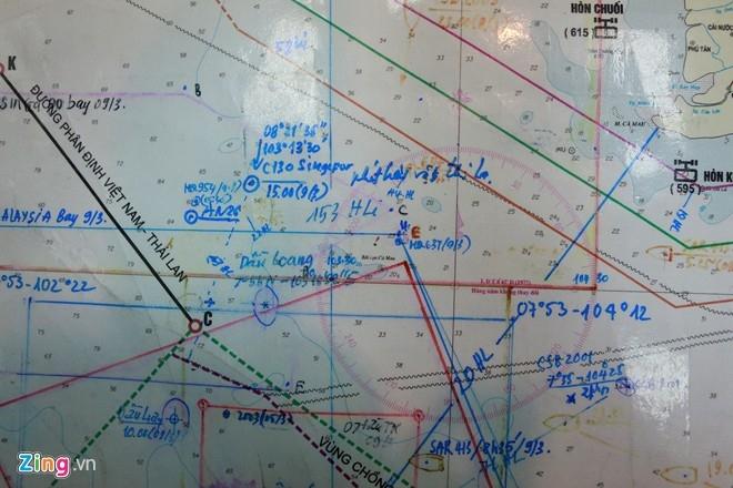 Theo Ủy ban tìm kiếm cứu nạn quốc gia, tàu kiểm ngư số hiệu 774, dự kiến 22h30 đêm nay sẽ tiếp cận được vật thể nghi là ốp cửa sổ máy bay. Ảnh: Lê Hiếu.