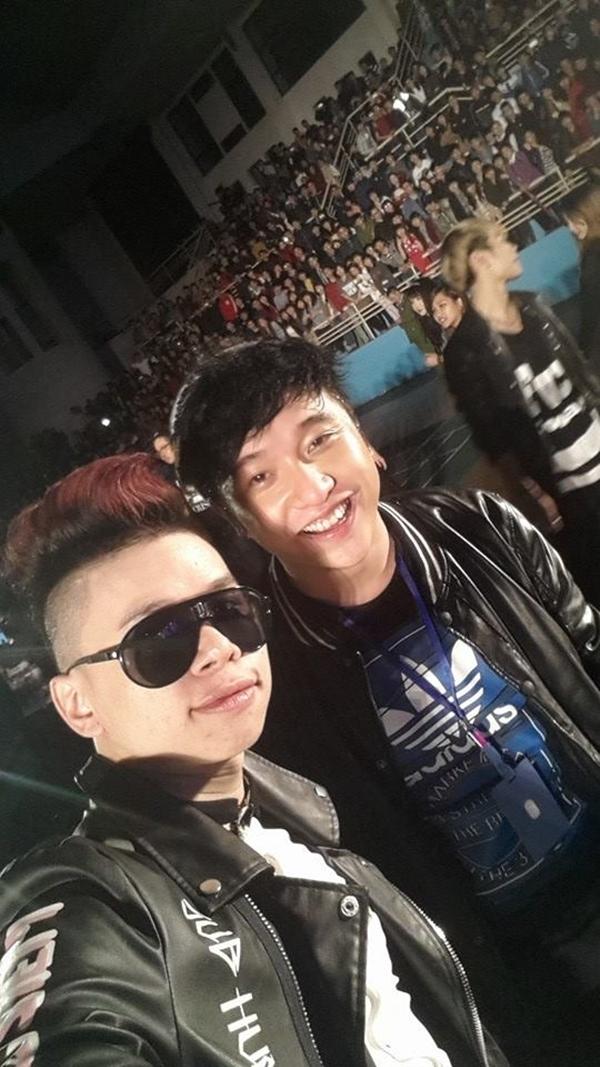 """Tham gia biểu diễn tại Young Music Thái Nguyên, Hoàng Tôn và Yanbi tranh thủ những phút rảnh rỗi để chụp hình cùng nhau làm kỉ niệm: """"Hôm nay Thái Nguyên thật vui! Hy vọng sẽ được trở lại sớm! G9 my loves!!! :**** """""""