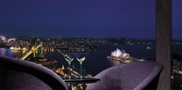 """Nhà hát nổi tiếng của Sydney, cây cầu vĩ đại và toàn cảnh thành phố đều """"nằm gọn"""" trong tầm ngắm của nhà hàng"""