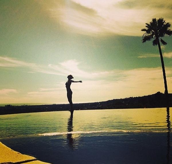 Heidi Klum đang tận hưởng kì nghỉ của mình trong một không gian tuyệt vời như thiên đường.