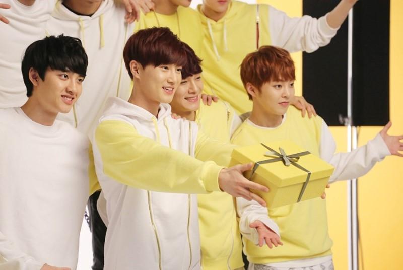 Hình ảnh EXO trong hậu trường Sunny 10
