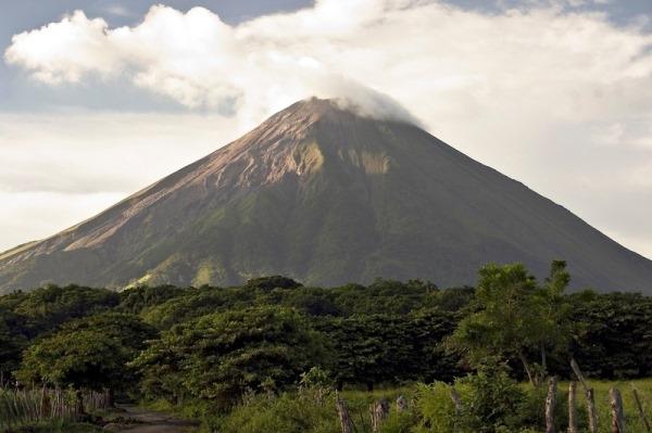 Đất nước Nicaragua được biết đến với ngọn núi lửa vĩ đại San Cristobal và một số núi lửa khác.