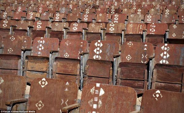 Rạp chiếu phim xây dựng giữa sa mạc Ai Cập bị bỏ hoang