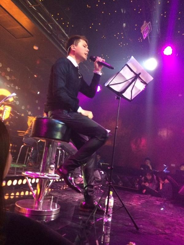 Trịnh Thăng Bình tất bật đi diễn ở khu vực miền Bắc. Anh hạnh phúc vì có thể mang ca khúc của mình tới cho khán giả.