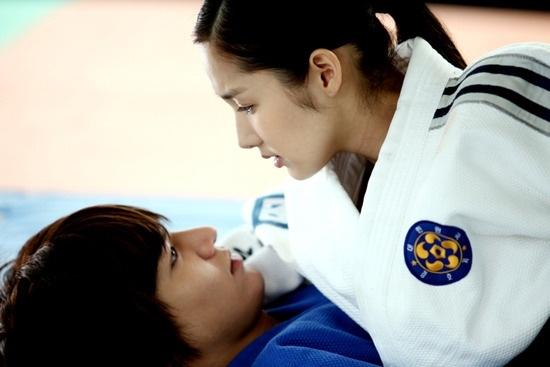 """Lee Min Ho Và Park Min Young có những cảnh """"tấn công"""" vô cùng lãng mạn trong City Hunter"""