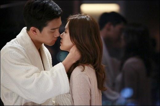 Khán giả vô cùng mong chờ một nụ hôn của Ha Suk Jin và Son Ye Jin trong Shake