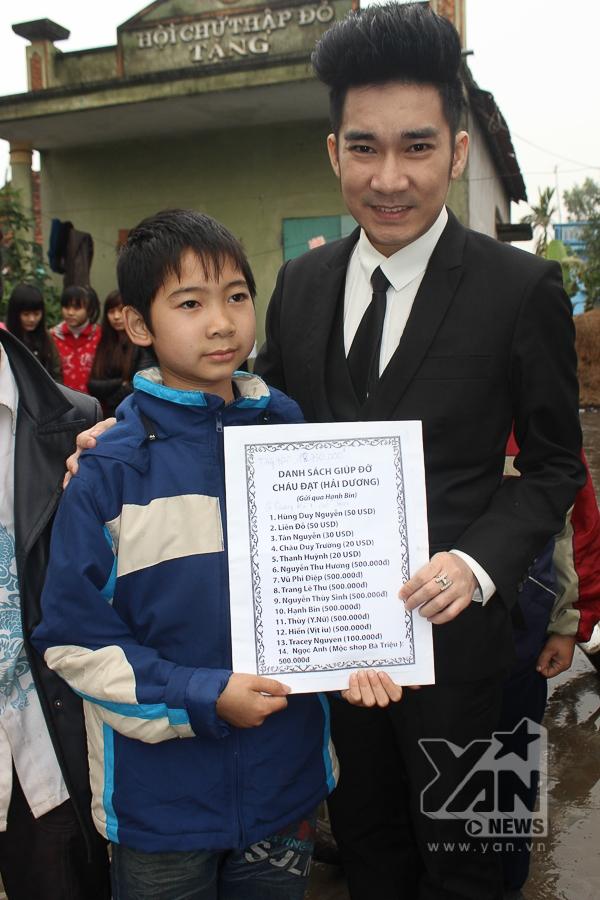 Quang Hà đã trao hơn 18 triệu đồng cho em Đạt - Tin sao Viet - Tin tuc sao Viet - Scandal sao Viet - Tin tuc cua Sao - Tin cua Sao