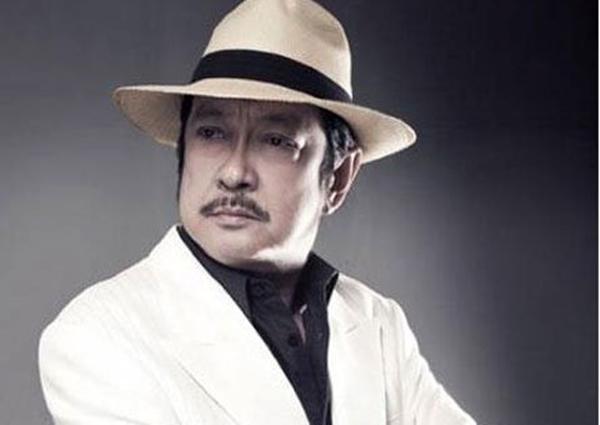 Với vai diễn Nguyễn Thành Luân trong Ván Bài Lật Ngửa, Chánh Tín để lại ấn tượng sâu đậm cho khán giả điện ảnh.