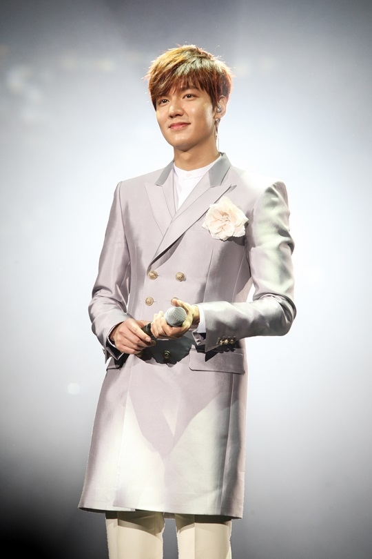 Lee Min Hođược chọn là một trong những người đàn ông quyến rũ nhất và là đối tượng lý tưởng hẹn hò trong ngày Valtentine Trắng