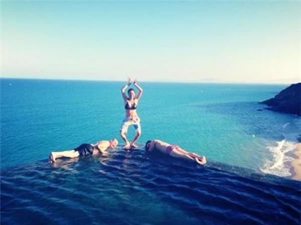 Ngô Thanh Vân mừng tuổi mới bằng cách tận hưởng những phút giây sảng khoái trên biển.