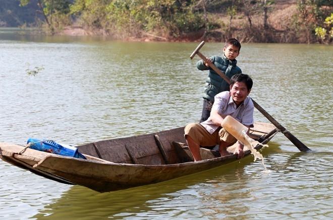 Những con đường đến trường hiểm họa của học sinh Việt