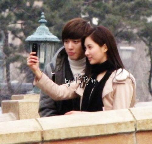 Seohyun và Yonghwa trong chương trình We Got Married