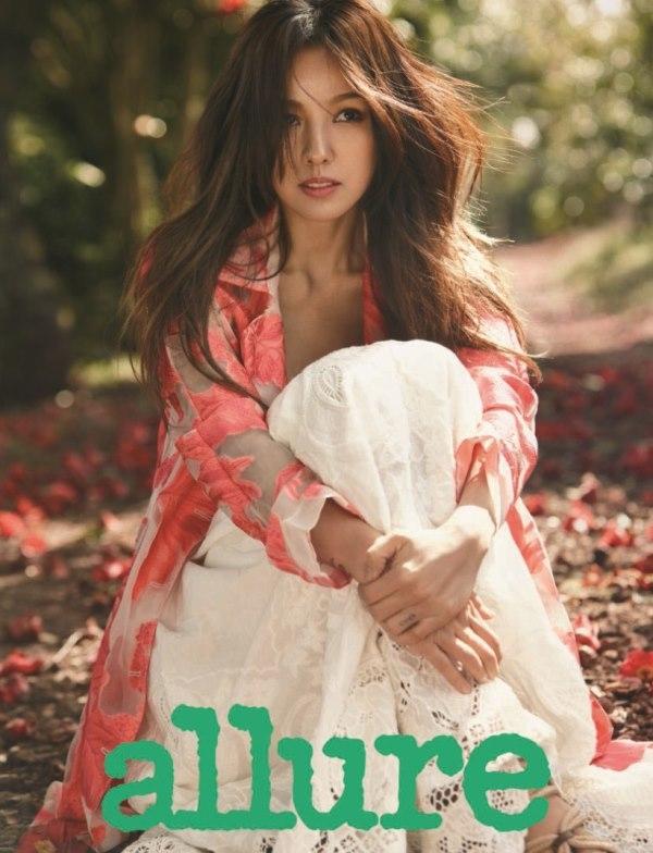 """Lee Hyori đọ độ """"hot"""" cùng Yoona (SNSD) trên tạp chí thời trang mùa hè"""