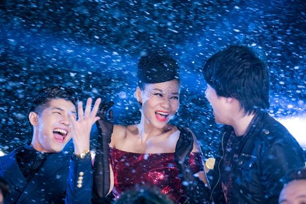 Thu Minh lộng lẫy bên cạnh Thanh Bùi, Noo Phước Thịnh dưới mưa bông tuyết - Tin sao Viet - Tin tuc sao Viet - Scandal sao Viet - Tin tuc cua Sao - Tin cua Sao