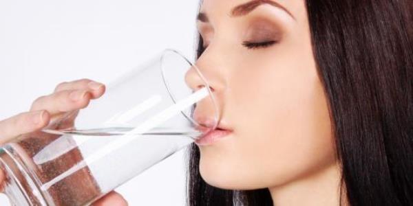 Phơi bày những thói quen uống nước có hại cho sức khỏe