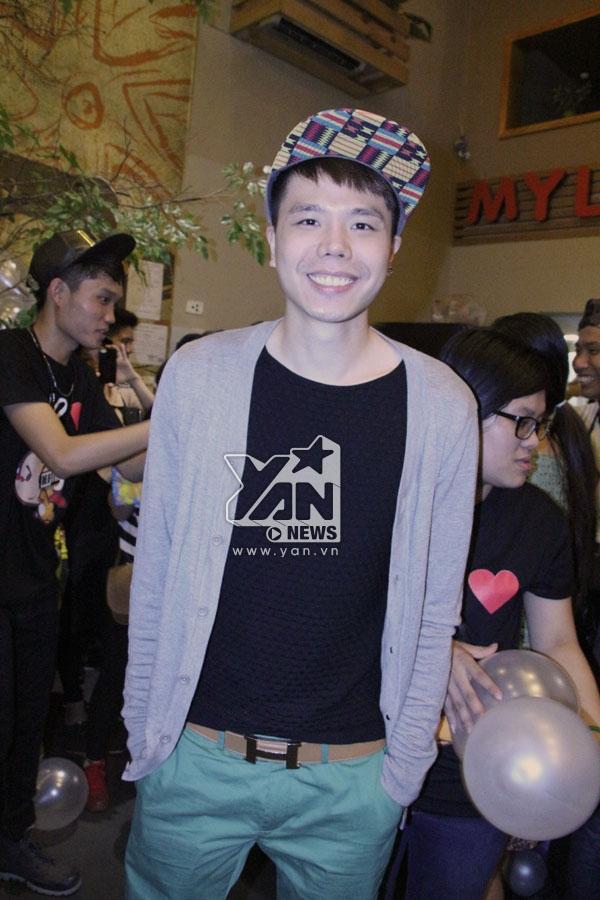 Trịnh Thăng Bình cũng góp mặt trong ngày offline của Hoàng Tôn