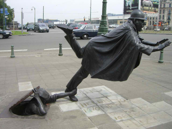 Đỡ không nổi những bức tượng đầy khó hiểu phần 2