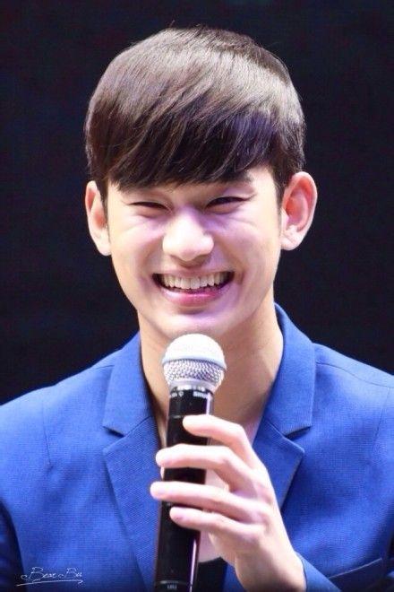 Kim Soo Hyun cực tươi và giao lưu với fan tại Thượng Hải