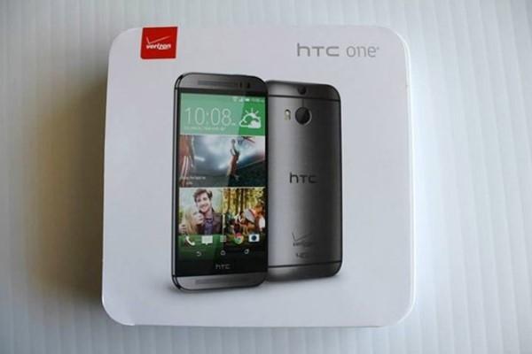 Hộp đựng HTC One mới, bản cho nhà mạng Verizon. Có thể thấy, trên bao bì sản phẩm vẫn giữ nguyên cái tên HTC One.