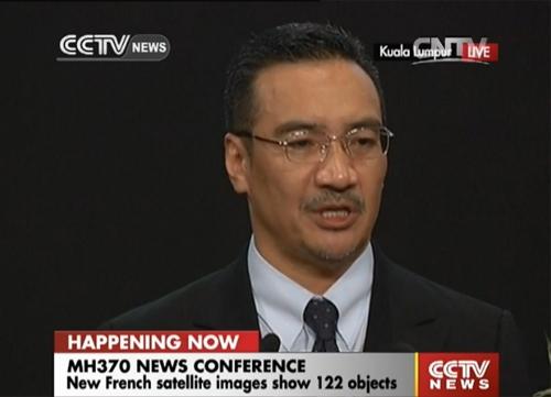 Bộ trưởng Giao thông Hishammuddin Hussein trong cuộc họp báo hôm nay.