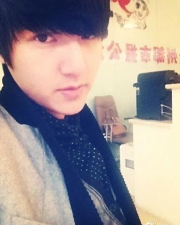 Cuối năm 2013, hình ảnh của một anh chàng có gương mặt giống nhân vật Kim Tan do Lee Min Ho thủ vai thu hút sự quan tâm của cộng đồng mạng Trung Quốc.