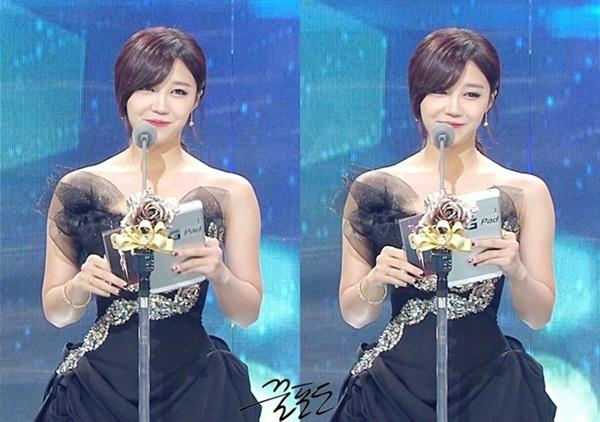 Eunji trên sân khấu KBS Entertainment Awards 2013 trong bộ cánh cũ cách đây 2 năm của Sooyoung SNSD