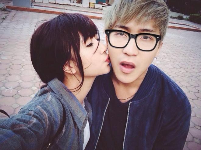 Quỳnh Anh Shyn không hoàn toàn dựa vào mối quan hệ với Bê Trần để vực dậy tên tuổi nhưng nhờ có mối tình đẹp với hot boy, cô ngày càng được yêu thích hơn. Cả hai đã rất thành công trong việc xây dựng hình ảnh cặp đôi đẹp về ngoại hình lẫn tình yêu trong mắt bạn trẻ.