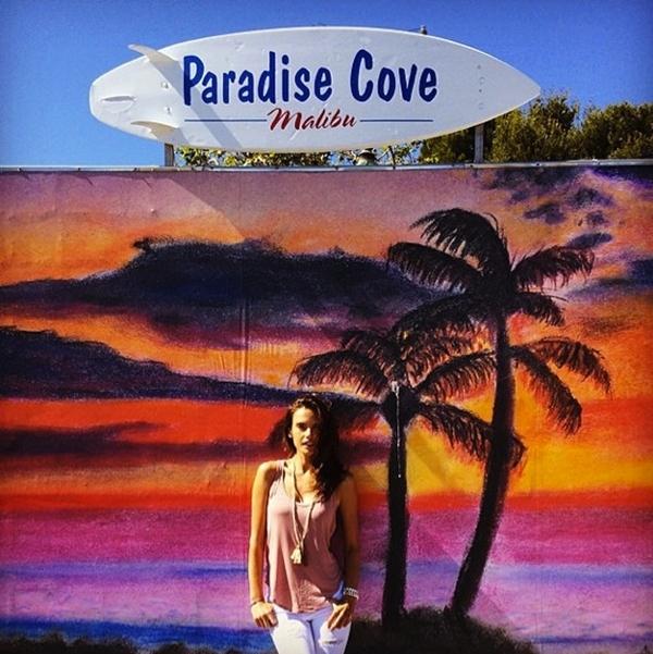 Alessandra Ambrosio bắt đầu chuyến đi du lịch tới thiên đường của mình.