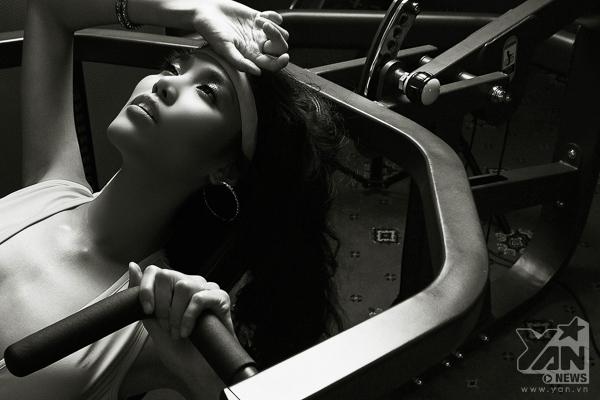 """Siêu mẫu Lan Khuê gây ấn tượng mạnh với bộ ảnh """"Giấc mơ ngôi sao"""""""