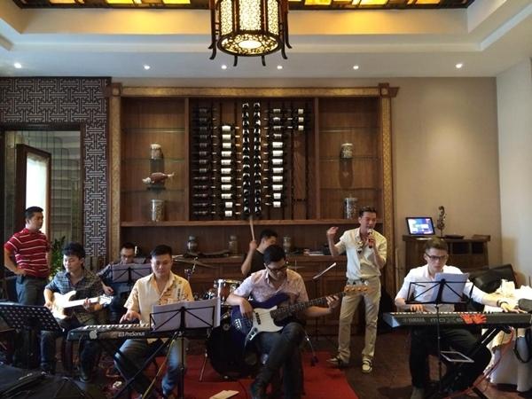 Dù bệnh nhưng Đàm Vĩnh Hưng vẫn bận rộn với lịch tập luyện và biểu diễn.