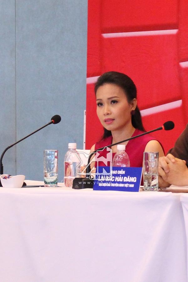 Cẩm Ly nhận được khá nhiều sự ưu ái từ phía truyền thông báo chí khi liên tục dành những câu hỏi xoay quanh việc cô ngồi ghế nóng Giọng hát Việt nhí 2014. - Tin sao Viet - Tin tuc sao Viet - Scandal sao Viet - Tin tuc cua Sao - Tin cua Sao