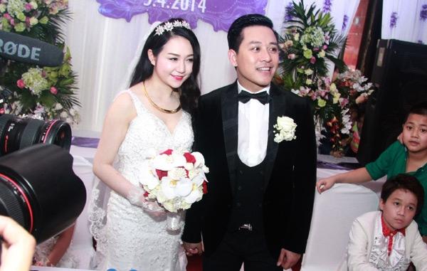 Cô dâu chú rể cười hạnh phúc - Tin sao Viet - Tin tuc sao Viet - Scandal sao Viet - Tin tuc cua Sao - Tin cua Sao