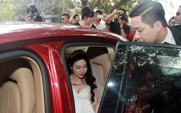 Tuấn Hưng tận tình mở cửa xe cho cô dâu - Tin sao Viet - Tin tuc sao Viet - Scandal sao Viet - Tin tuc cua Sao - Tin cua Sao