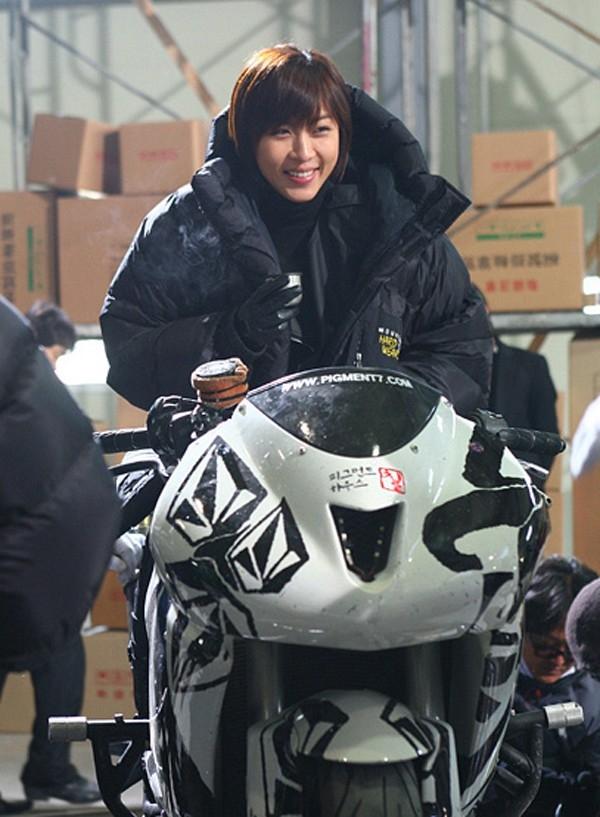 Và trường đoạn nhân vật của Ha Ji Won đóng thế trong một cảnh phim.
