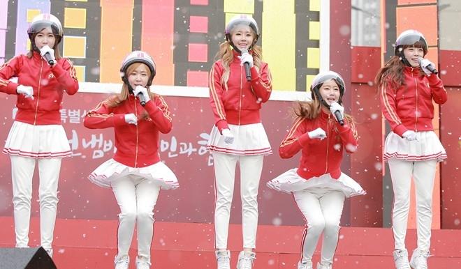Vũ đạo bơm xe là vũ đạo được bắt chước nhiều nhất ở Hàn năm 2013