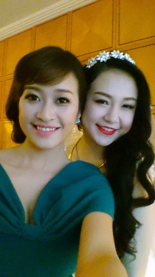 MC Thùy Linh và cô dâu - Tin sao Viet - Tin tuc sao Viet - Scandal sao Viet - Tin tuc cua Sao - Tin cua Sao