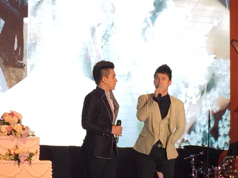 Nhóm The Men cũng lên thể hiện một ca khúc tặng vợ chồng Tuấn Hưng - Tin sao Viet - Tin tuc sao Viet - Scandal sao Viet - Tin tuc cua Sao - Tin cua Sao