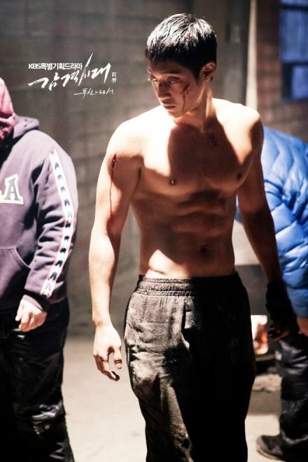 Vai diễn nam tính và phong trần của Kim Hyun Joong trong Inspiring Generation được đánh giá cao
