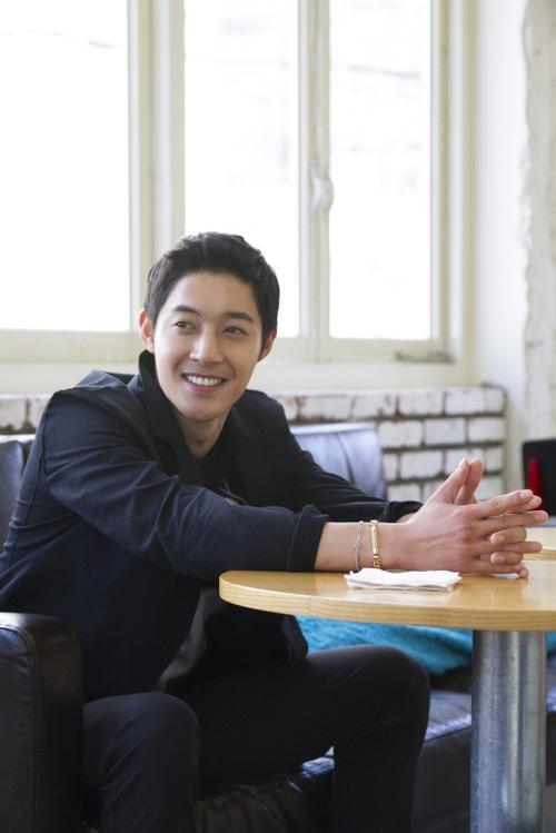 Kim Hyun Joong bảnh trai trong buổi trò chuyện với TV Daily