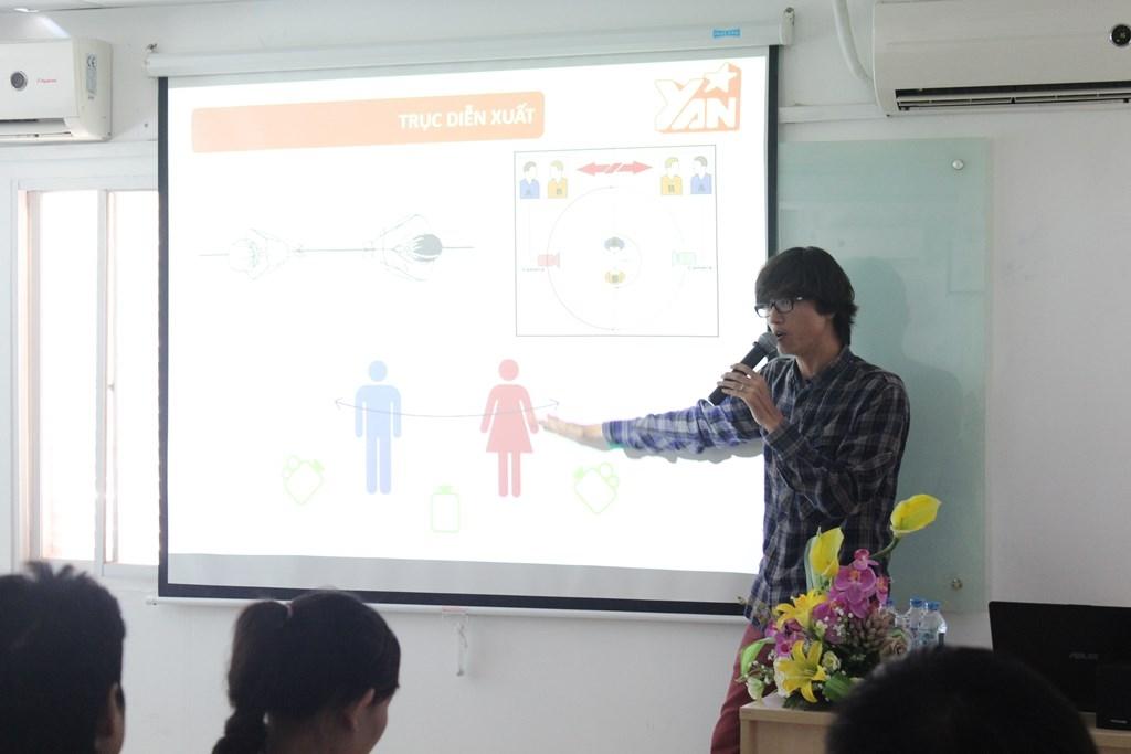 """Đạo diễn trẻ Trần Đình Hiền nhiệt tình chia sẻ về """"Quy Trình Làm TV Show"""" đến các sinh viên trường FPT Arena"""