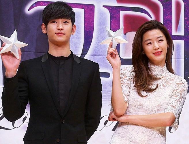 """Kim Soo Hyun muốn cùng Jun Ji Hyuntrở thànhlà """"cặp đôi của năm"""""""