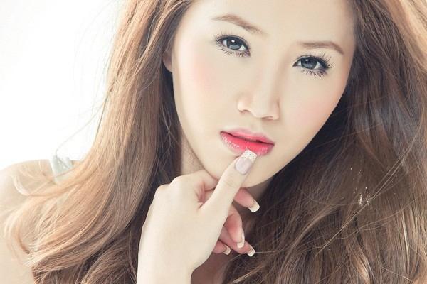Bảo Thycó lối trang điểm và chụp ảnh khá giống các nữ ca sĩ Hàn Quốc.